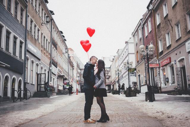 Dejtingexperten: Frsta dejten behver inte vara en stel